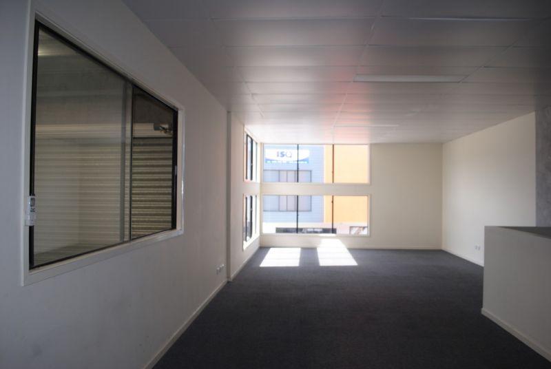 TILT PANEL WAREHOUSE/ OFFICE 186m2*