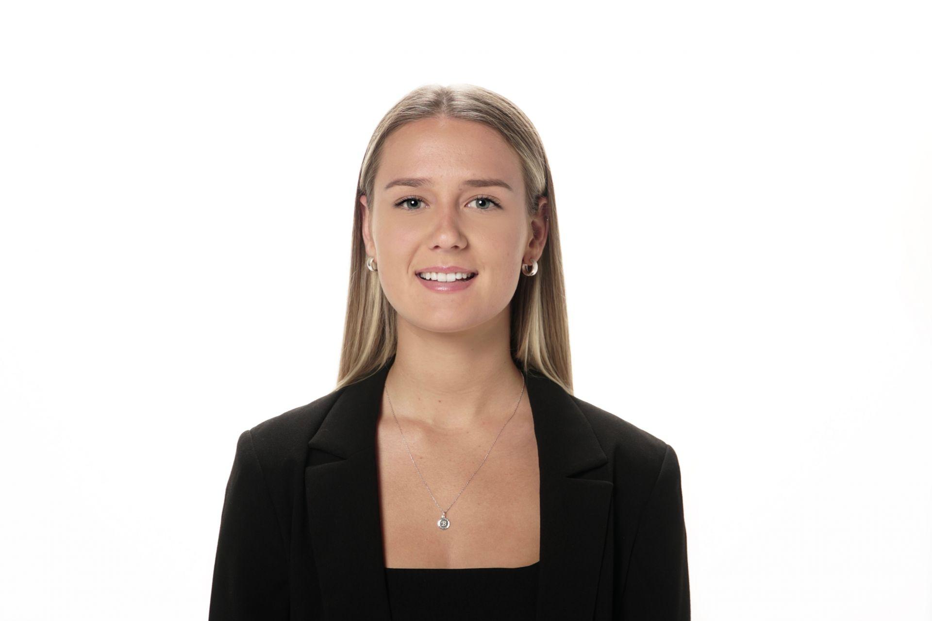 Izabela Holbrook