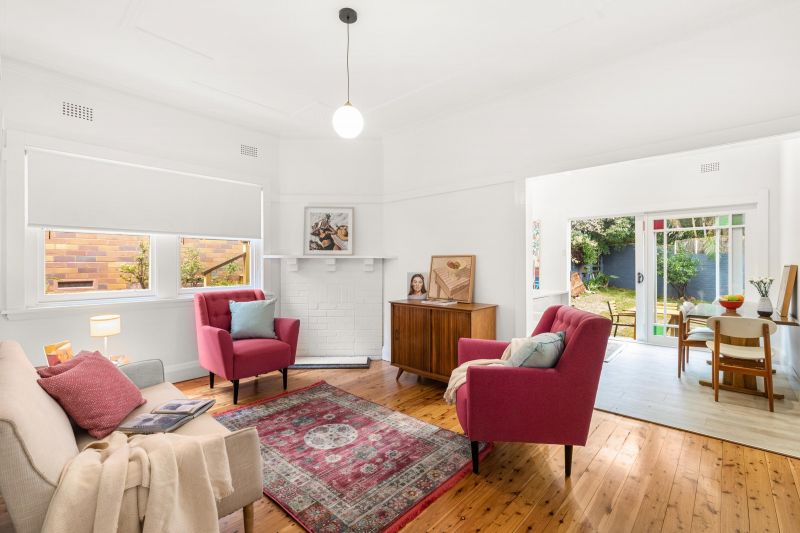 SOLD - ON THE BORDER OF BRONTE AND CLOVELLY NEAR VARNA PARK. CHARM AND SERENITY. POLISHED BOARDS, WHITE WALLS.