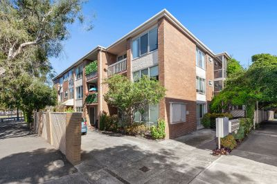 Ideal To Live In Or Investment Opportunity Top Floor Apartment.