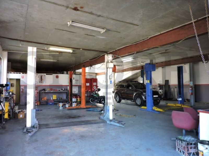 HIGH PROFILE STREET FRONTED INDUSTRIAL PREMISES