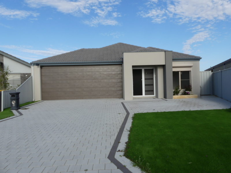 GREAT LOCATION LARGE MODERN FAMILY HOME
