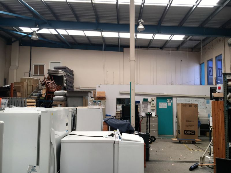 Showroom or Warehouse in High Traffic Location