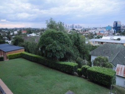 PARTLY FURNISHED UNIT IN DOVERCOURT RD, TOOWONG - FANTASTIC LOCATION
