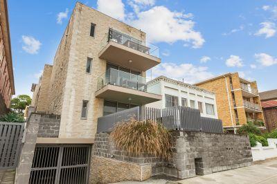 Designer Courtyard Apartment Metres From Bondi Beach