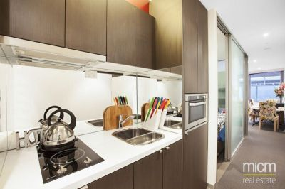 Flagstaff Place: Stunning, Fully Furnished Apartment in West Melbourne!