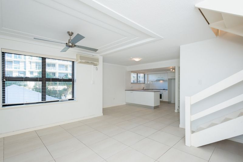 MOOLOOLABA BEACHSIDE TOWNHOUSE TO BE SOLD!