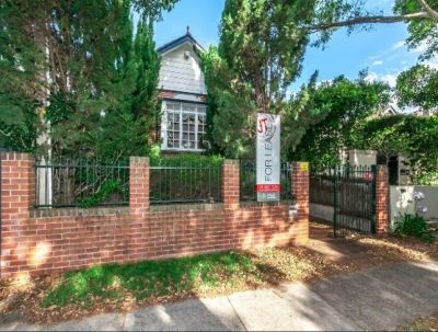 Beautiful Parkside Family Home with Double Lock up Garage