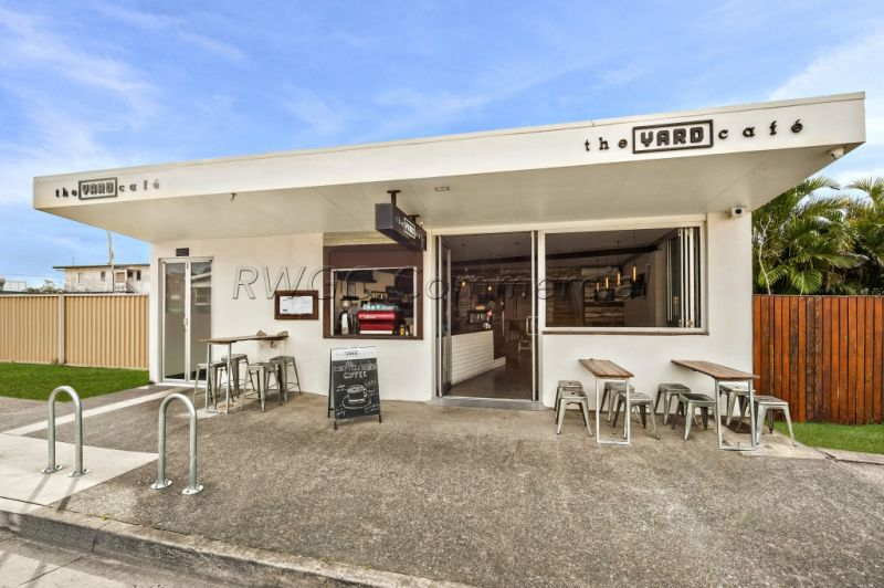 Business for Sale - Managed, Licensed Daytime Restaurant in the Heart of Nobby Beach with 3bed Residence Above