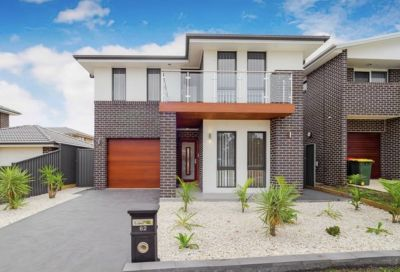 Spectacular Family Home - The Ponds at your doorstep!!