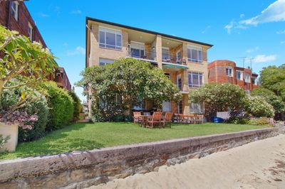 BRIGHT ART DECO TWO BEDROOM WITH FANTASTIC VIEWS
