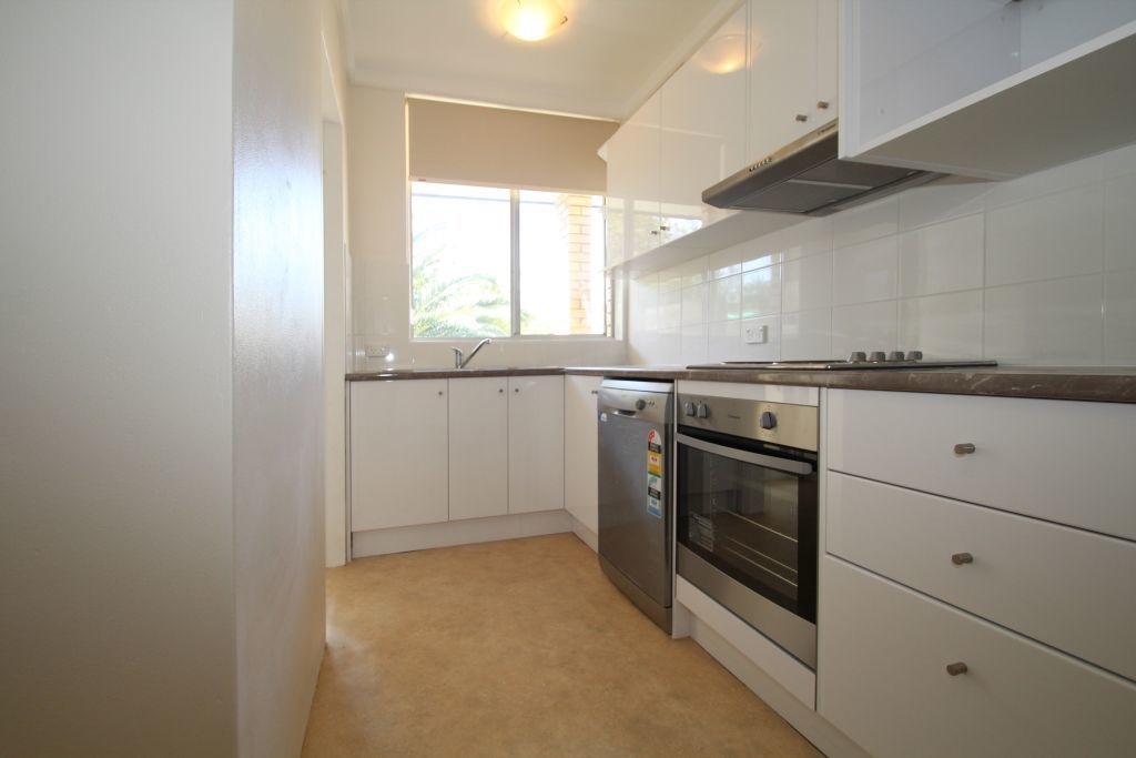 SPACIOUS, RENOVATED 2 BEDROOM APARTMENT IN QUIET LOCATION.