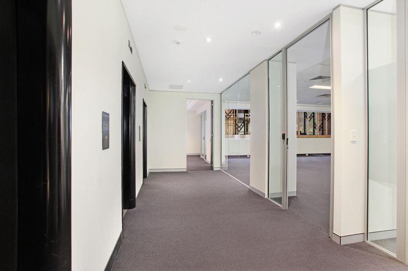 LIGHT-FILLED OPEN PLAN OFFICE IN PRESTIGIOUS SYDNEY CBD BUILDING