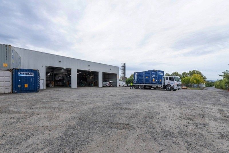 Quality Warehouse Facility with Extensive Hard Stand Yard Area