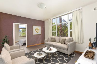 Sunny One Bedroom Apartment With Harbour Cove Views