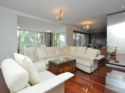RENOVATED FAMILY HOME - DUAL LIVING OPTIONS OR INVESTORS DREAM