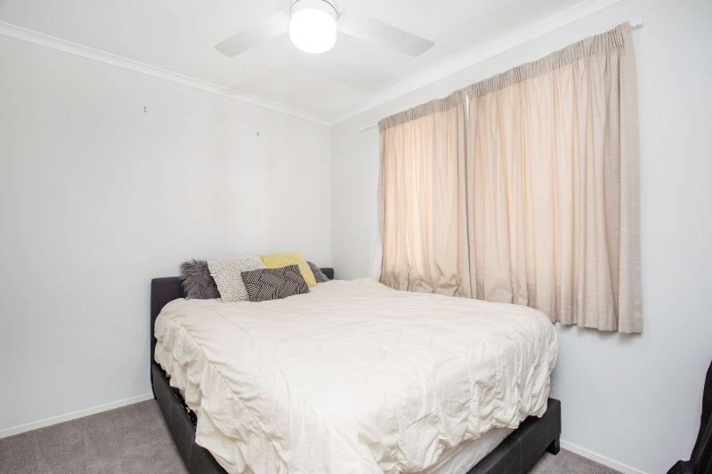 For Sale By Owner: Mount Warren Park, QLD 4207