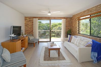 Central location, walk to beach & cafes
