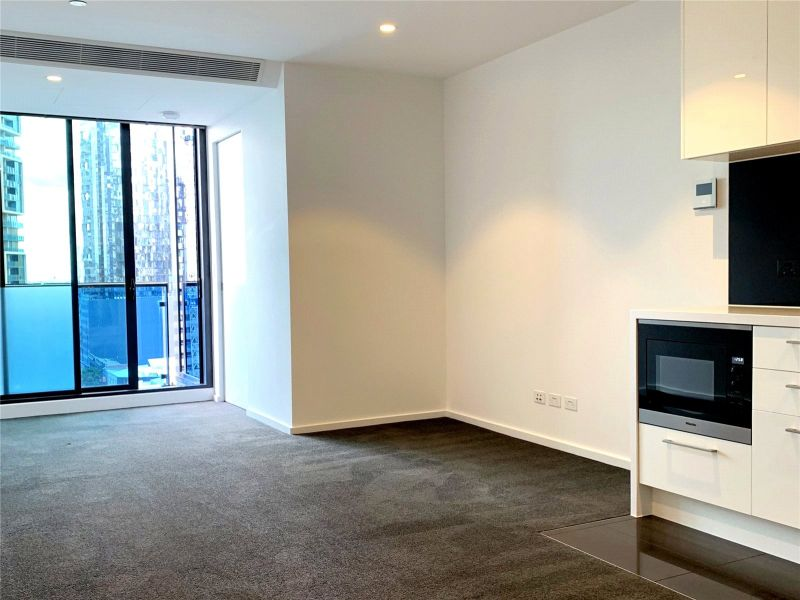 nk Central: Gorgeous One Bedroom plus Study Apartment!