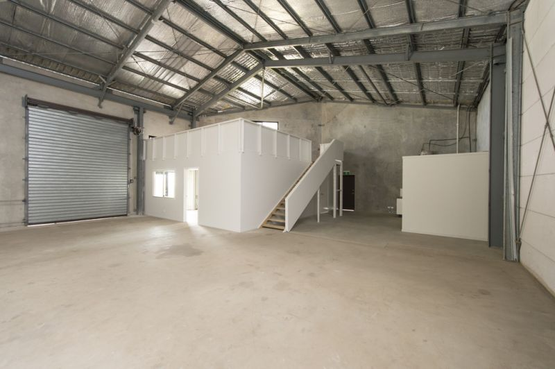 MODERN SHOWROOM/WAREHOUSE ON BEERBURRUM ROAD.