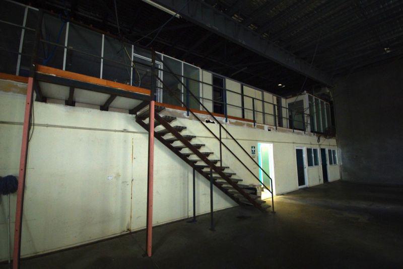 Dalrymple Road showroom/ warehouse