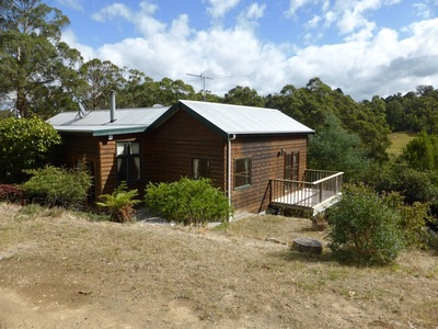 Four Bedrooms - Country Lifestyle - Lease Until April 2018