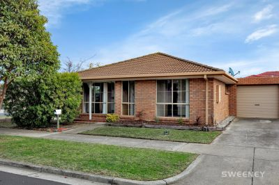 An Ideal Opportunity to Live or Invest in this Idyllic Bayside Suburb
