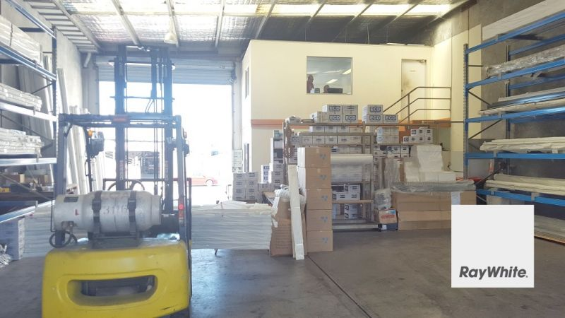 Centrally Located 300m² Warehouse