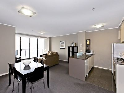 City Tower: Immaculately Maintained!