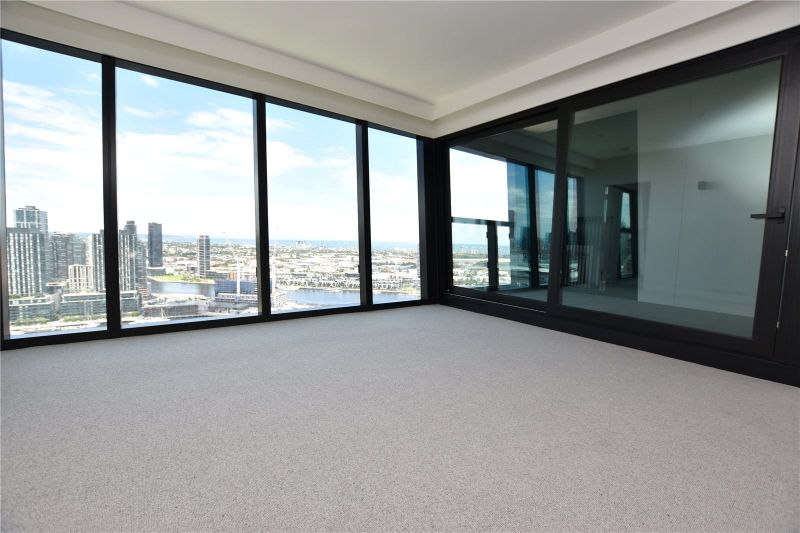 Marina Tower: Luxury Two Bedroom Apartment with Incredible City and Harbour Views!