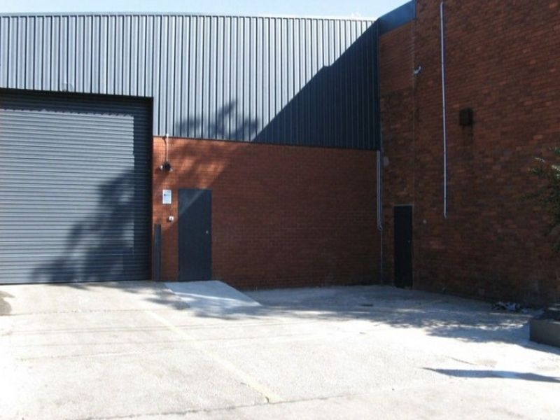 Refurbished warehouse for lease 90/m²