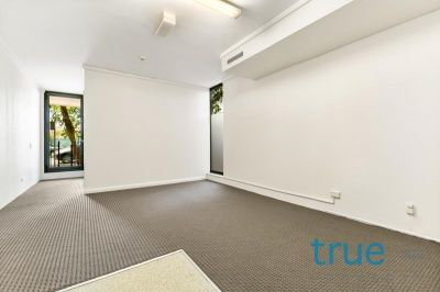 = HOLDING DEPOSIT RECEIVED = AFFORDABLE COURTYARD APARTMENT MOMENTS TO RPA HOSPITAL