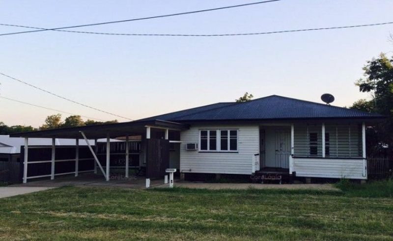 THREE BEDROOM HOUSE WITH AIR CON & CLOSE TO CBD!
