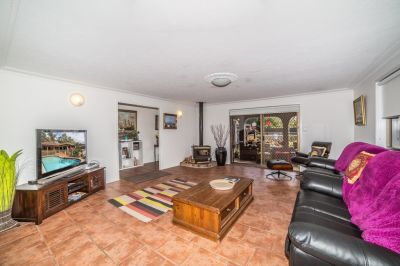 Single level home in the heart of Hollywell