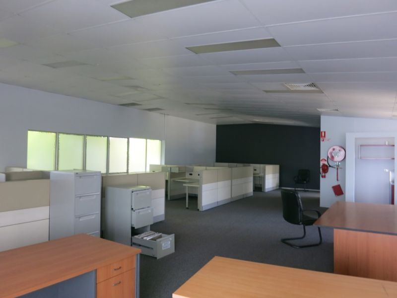 LARGE OFFICE SPACE IN INDUSTRIAL AREA SOUTHPORT/ ASHMORE
