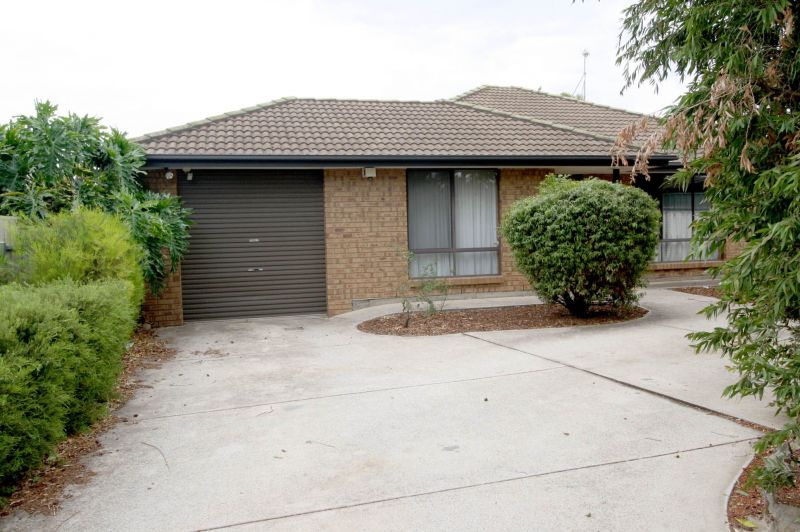 Spacious 3 bedroom family home on large block