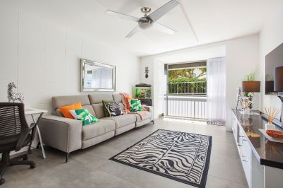 NORTH BURLEIGH BEACHSIDE - SURPRISE INSIDE !!!!