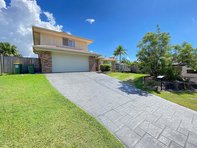 DUAL LIVING - SPACIOUS FAMILY HOME WITH POOL