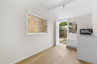 Newley Renovated Room in Convenient Location