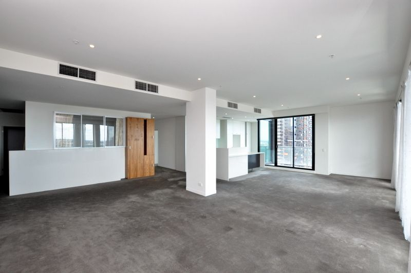 Simply Sensational - 3 Bedroom Apartment in Mondraine Building!