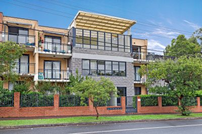 Generously proportioned Apartment with Private Aspect.