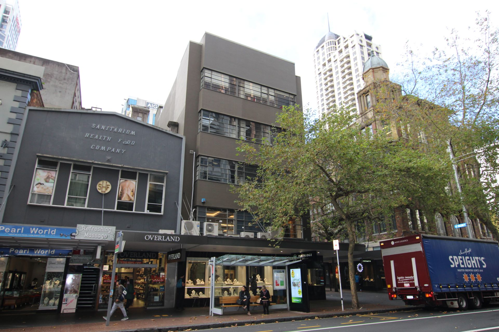 Queen Street Frontage with Vulcan Lane Vibe