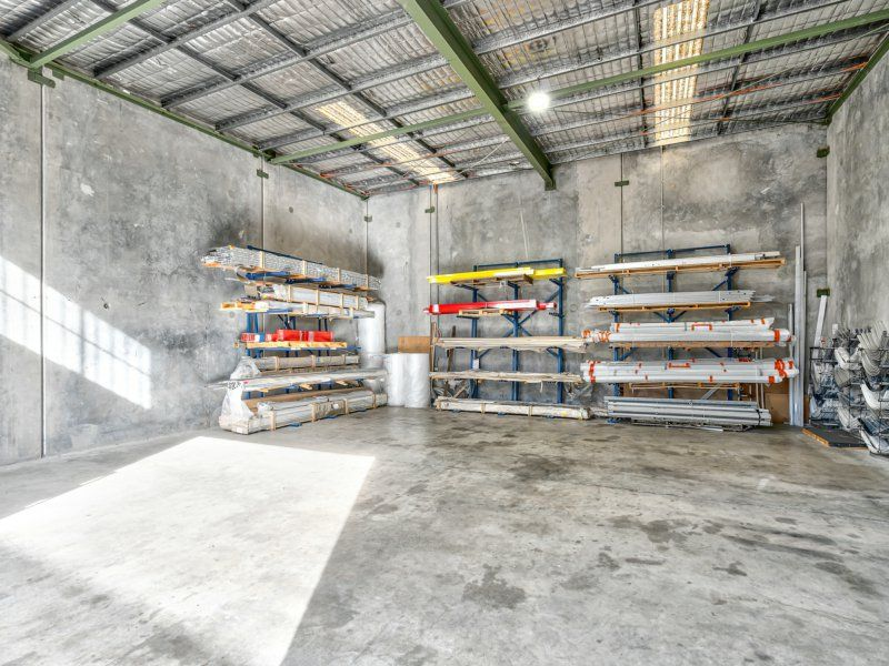 Industrial Unit 154sqm In The Best Location