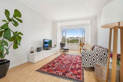 Spacious Beachside Apartment with Modern Art Deco Charm & Views
