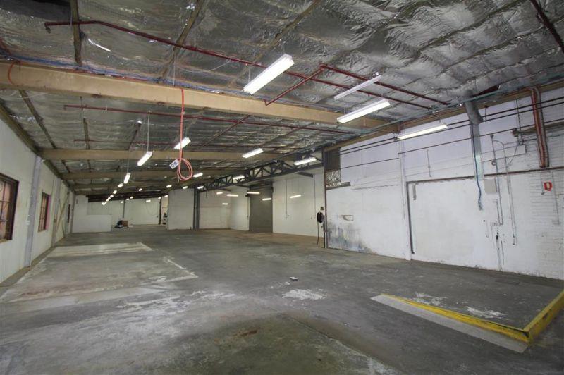 Functional 1,063m² Warehouse