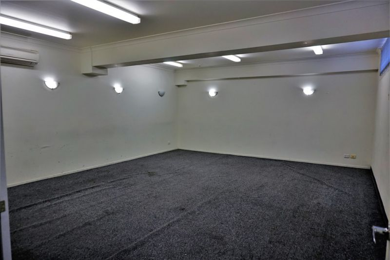 600m2* SINGLE FLOOR OFFICE WITH 16 CAR SPACES