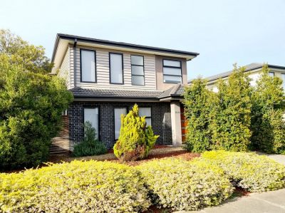 LOW MAINTENANCE FAMILY HOME ,FREESTANDING THREE BEDROOM TOWNHOUSE
