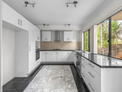 Beautifully Renovated Courtyard Duplex - Size, Quality & Location