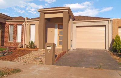 PET FRIENDLY. Flowing floorplan and low maintenance living, providing ease of access to the freeway and Tarneit.