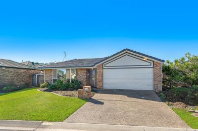 Hot buying in Robina Waters!